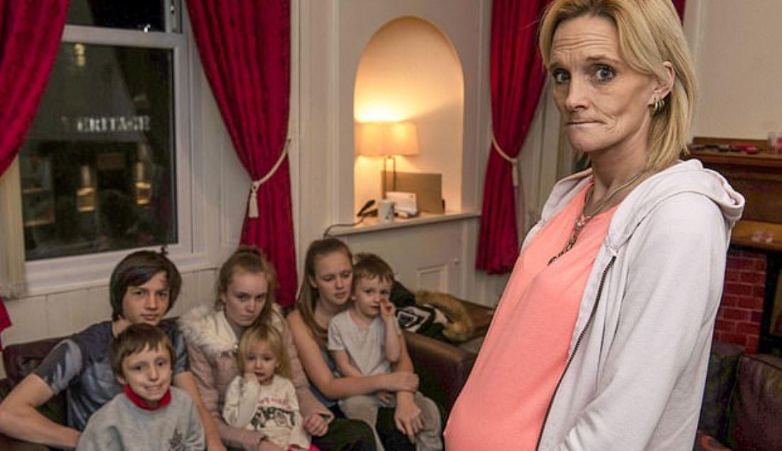 生產魔媽生7孩「肚裡還有雙胞胎」 臉頰凹陷超老態...「實際年齡」卻讓人嚇傻