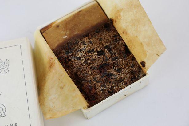 網拍啥鬼東西都有?「32年前英國皇室結婚蛋糕」高價出售 賣家腦回:有點臭但還是美味!