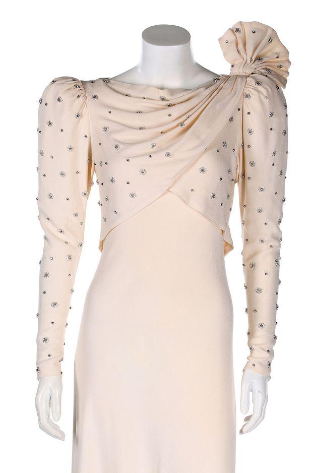花7000元買二手白裙當舞會戰服 24年後才知是「黛安娜王妃穿過的」價值狂飆350萬!