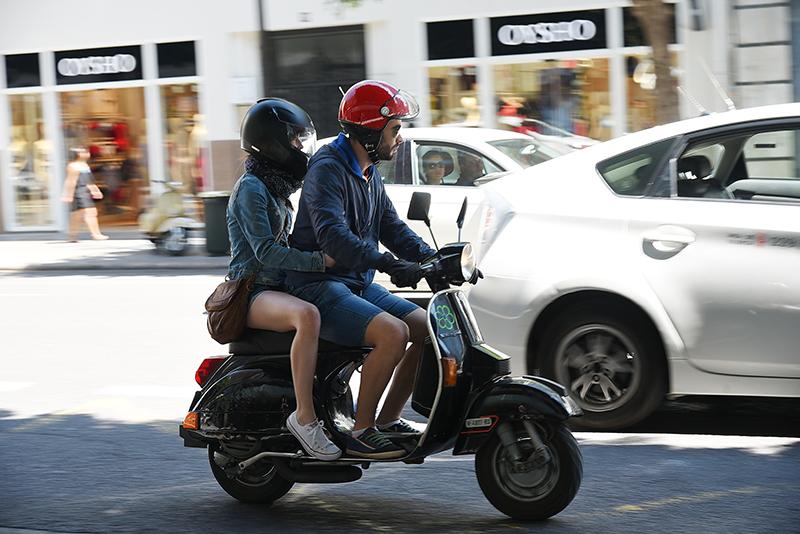 男大生跟好麻吉借安全帽被拒 氣到和她男友翻臉:你馬子是X女人