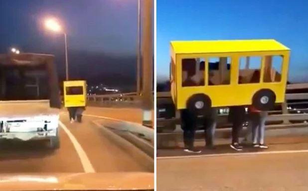 這4位年輕人想穿越大橋 5分鐘後路肩出現「詭異四腳獸公車」這哪國家:俄羅斯!