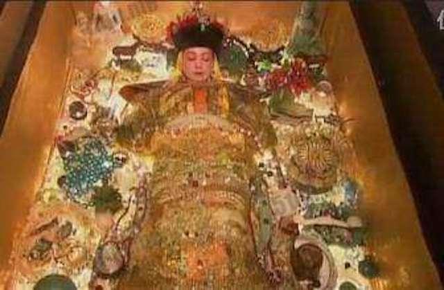 為什麼古人入棺後嘴巴裡都要含東西?乾隆塞了一隻蟬...武則天嘴裡「那一根」意義很深!