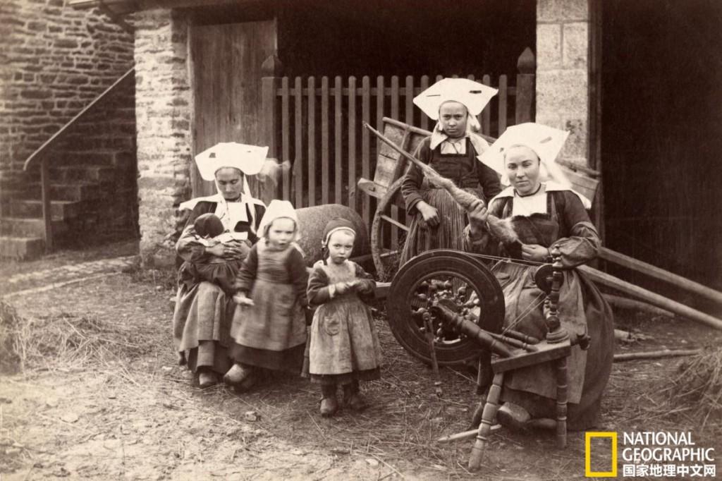 100年前女人工作的樣子!手撕玫瑰變成香水 一輩子卻沒噴過一次「上流的味道」