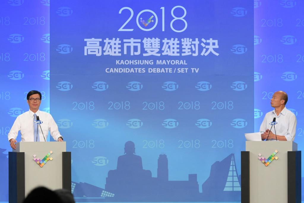 陳其邁辯論會「狂挖陷阱」給賣菜郎 韓國瑜憨直回答...網友崩潰:那都不是市府管的啦!