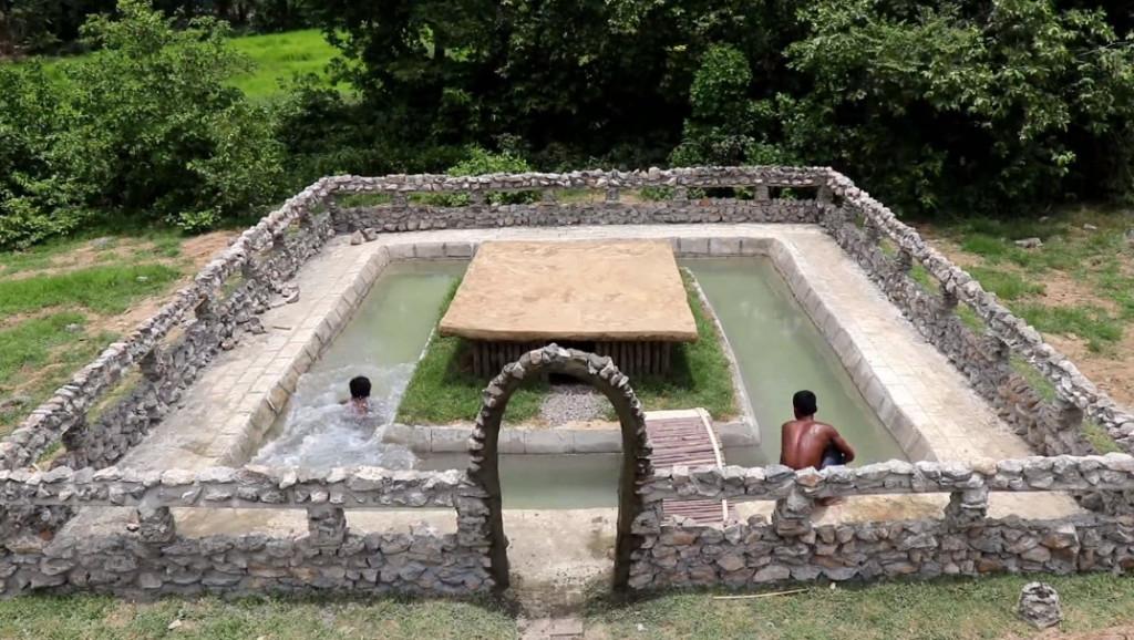 跪著看完片/柬埔寨YouTuber示範「白手起家」 自製水泥+徒手蓋出豪華泳池別墅!