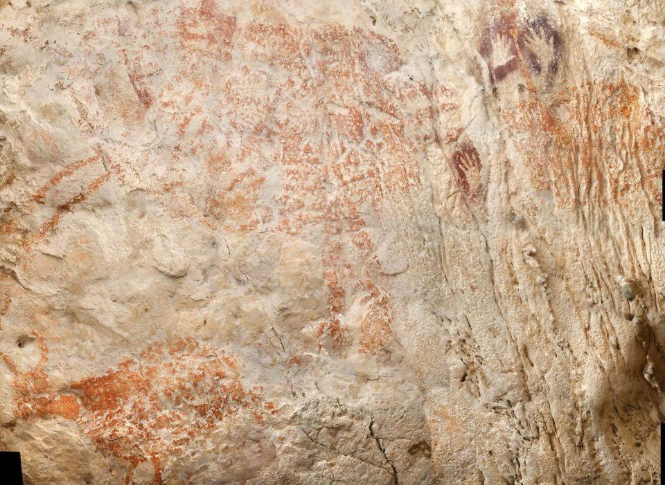 40000年前古代人「思想純樸到你媽想哭」 洞穴裡作畫...幾個手掌印石頭就當自己畢卡索 ಥ⌣ಥ