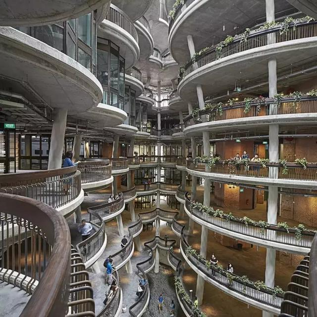 從小只愛拆家具...卻成了英國最瘋狂設計師! 超未來感設計直接電慘「建築界女魔頭」