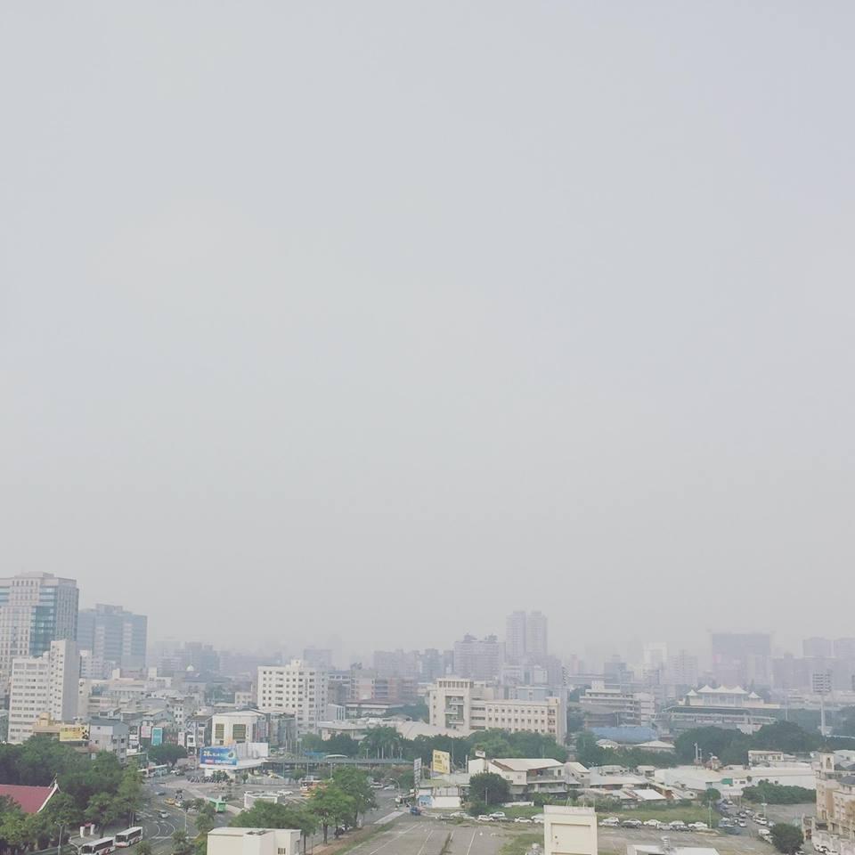 11張「台中人偉大到用肺在淨化」的空汙照 灰的像哭過的天空...現在已變海市蜃樓!