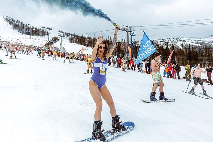西伯利亞「衝雪季節」爽爆男人 比基尼辣妹貼身拍照...網跪求:機票怎麼訂!