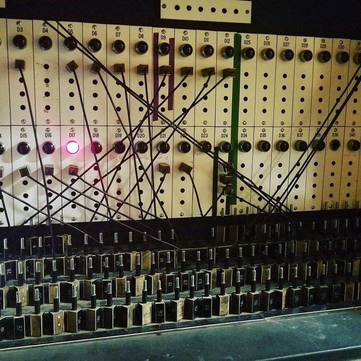 25張讓你傻眼的「崩潰事實照」電影院照明開關其實是摩斯密碼!