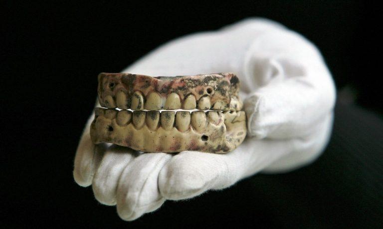 以前的假牙來源毛到不行!9個你絕對不敢在晚上看的「歷史事實」
