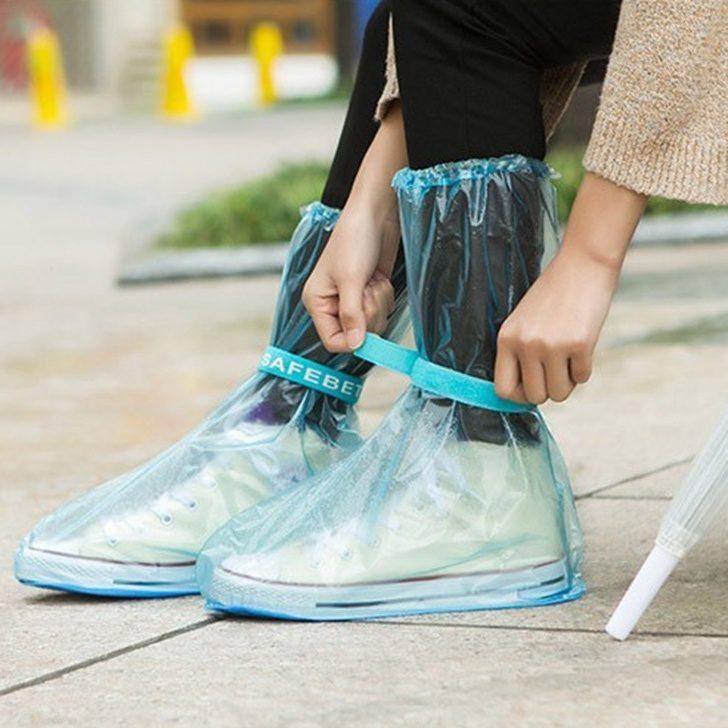 10個「讓你後悔現在才知道」的生活必買小物 鞋套根本比雨鞋還要方便100倍!