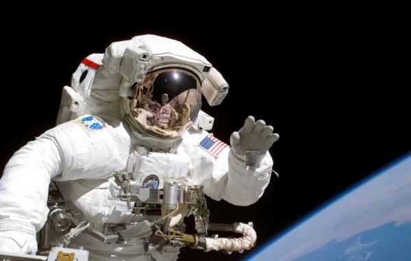 太空人最慘傳統!「自拔指甲」才可以飛上天 不做就等著被擠爆...儀器也byebye