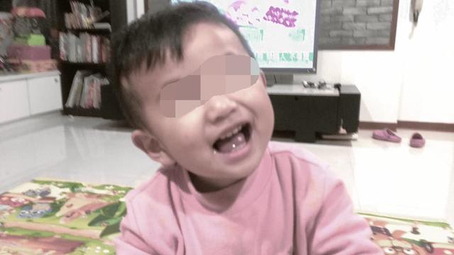 2歲童胃裡沒有食物...人走了「眼睛不願闔上」 媽媽求原諒一次就答應!