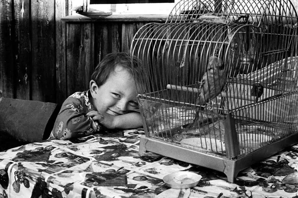 精神病院進出多年...她母親走後17年挖出「最悲傷生活寫照」 3段黑白情感震撼世界!