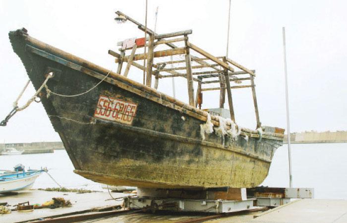 幽靈母船「帶白骨小船」投靠日本 漂流上岸保安隊傻眼:上面的漁民都曬成人乾了...