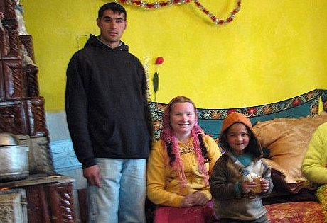 10歲女兒決定離開學校結婚生子 吉普賽少女「23歲升格當阿嬤」:沒辦法這是傳統...