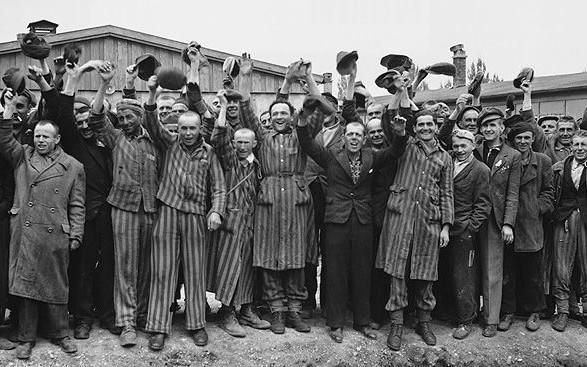猶太爸推兒上逃命列車!77年後他靠「爸爸塞的護身符」找到親人:它在我老的時候給了我家庭...