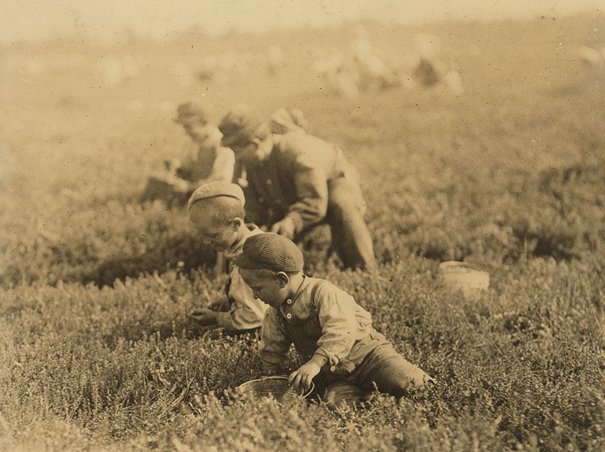 20張「讓白目屁孩會慶幸自己很幸福」的上世紀童工照 躲在保齡球道後面的球僮最心酸!