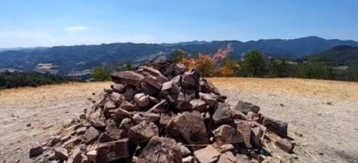 世界最迷你火山!100年來持續燃燒 高度卻讓登山客超出戲:要不要來烤肉~