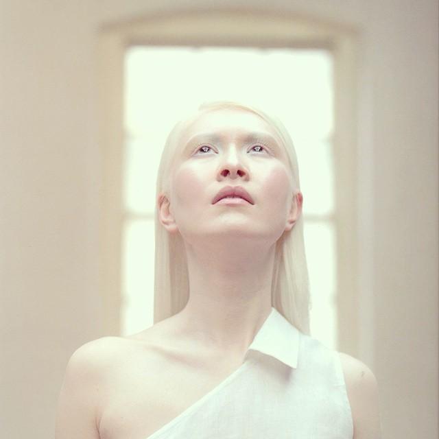 8位「獨特膚色」仙氣逼人的模特兒 藍綠色眼珠女孩根本洋娃娃♥