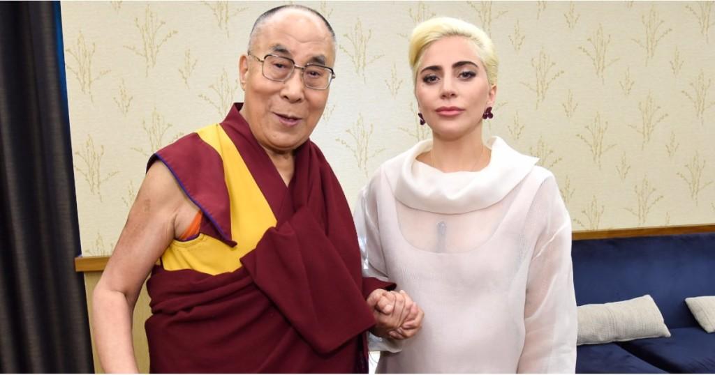 智慧對談!達賴喇嘛交會女神卡卡聊「世界」 她罕有直言:精英在玩弄大部份的人