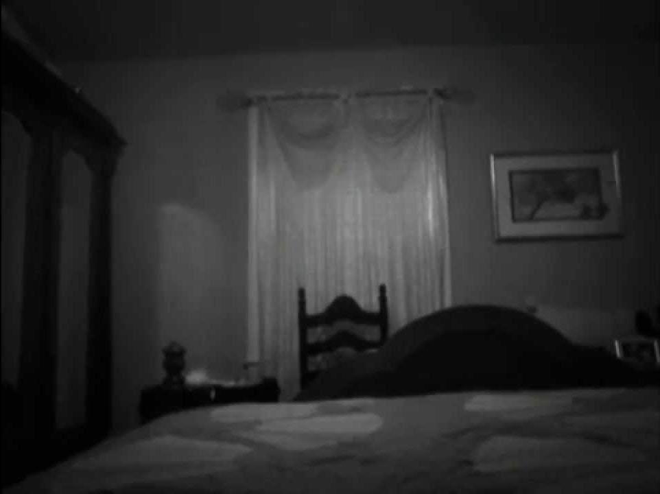 分手12年再相見!閣樓有詭異怪聲上樓「聞到撲鼻惡臭」前男友睡在角落...