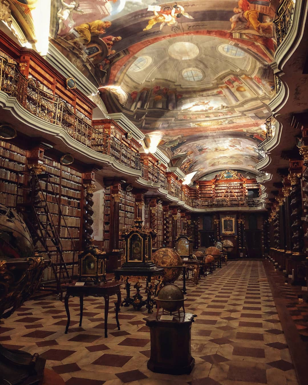 16間誤以為走進「霍格華茲」的世界最夢幻圖書館 曼徹斯特的根本是禁書收藏地!