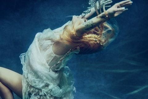 艾薇兒「消失的5年」到底做了什麼?新歌、公開信埋下暗示:我不知道會有這樣的後果
