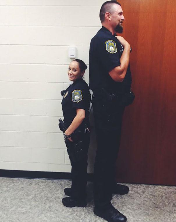 20張「警察其實比你更會玩」的超幽默警察 他:你逃走時手機掉了要來拿嗎~