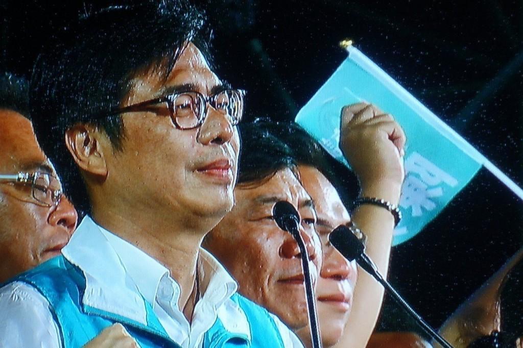 高雄綠地變藍天!韓國瑜競選總部放煙火 承諾「必做3件事」再加碼:我貪汙放棄假釋