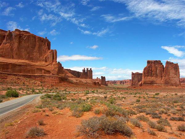 美國沙漠驚現「散落的外太空飛碟」 NASA派直升機追趕卻挖出失望真相