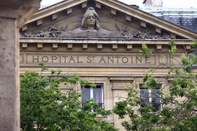 「捐便便可以賺錢」醫院專線被擠爆 切斷電話還有人到現場排隊...錢其實給超少!