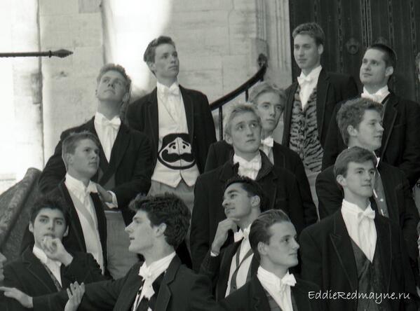 威廉王子與艾迪瑞德曼曾是老同學 共打「橄欖球比賽的回憶」卻讓艾迪愧疚到想道歉!