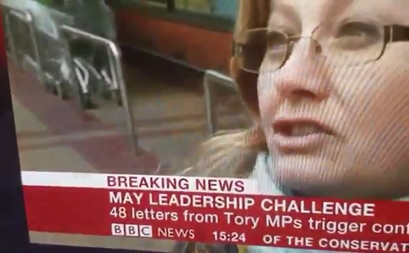 BBC街頭訪問真的拍到「時空旅人閃現」 漸層式浮出從腳到頭...網友全嚇到下巴掉!