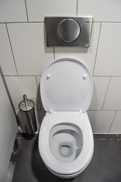 人妻搞丟定情物 9年後在馬桶水管發現「亮晶晶圈圈」果然緣分就是奇妙啊!