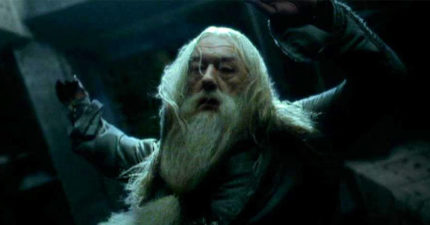 JK羅琳多年後坦承《哈利波特》最大惡魔「不是佛地魔」 而是摔下高塔的老人