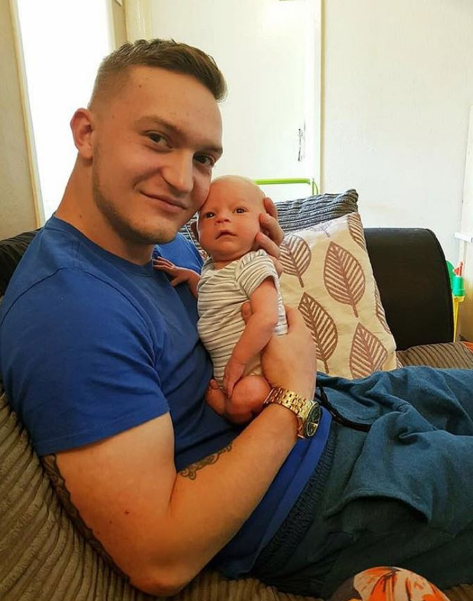 寶寶睡得太安寧...新手爸爸抱著打瞌睡 睡醒一摸嚇壞「他身體已不再粉嫩」