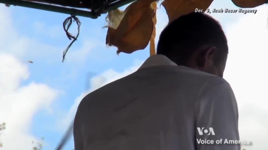 對女童亂來「公開賞100下鞭刑」 印尼嫌犯才5下就哭著求饒...醫生一看:把剩的95下打完!