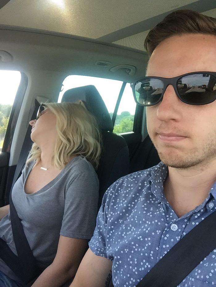 老公分享「帶老婆出遊」系列照 網友卻發現一共同點:我們家的也這樣!