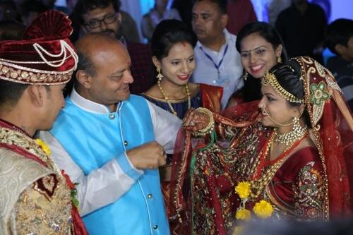 專挑貧窮、無父無母的女生!印度富豪「狂認3000名乾女兒」送嫁妝:她們這樣才會幸福❤️️