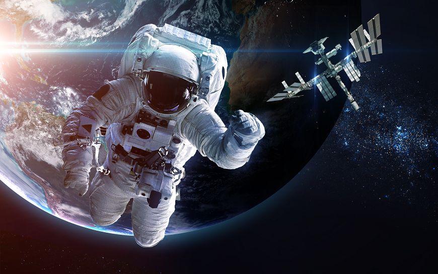漂浮在太空中的「5個靈魂」!他發現了隕石撞地球的秘密...卻成為停留在月球最孤單的人