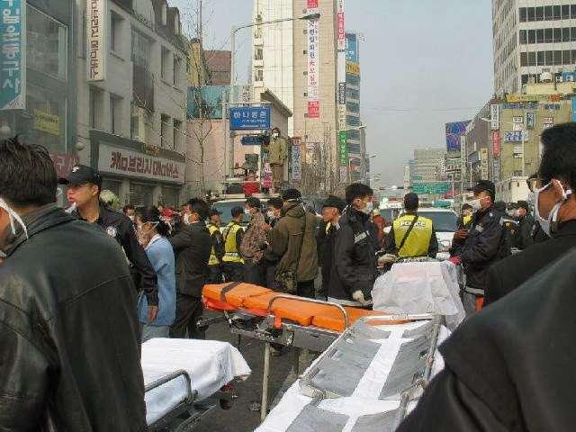 南韓400人地鐵一路開進火之月台 駕駛廣播「大家坐好別動哦」自己卻拔走車廂鑰匙...