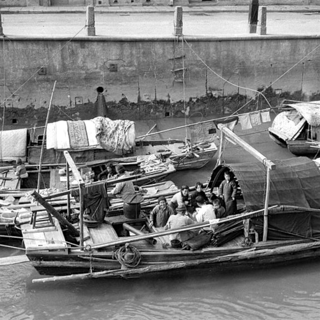 9張「葉問年代」老上海生活絕不優雅 湖邊直接嗑大閘蟹「未免也太衛生!」