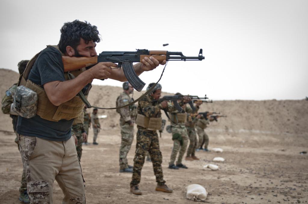 研究論文還沒交!超帥女教授僱傭兵「強勢攻破ISIS戰區」救回博士生:回來寫完再說