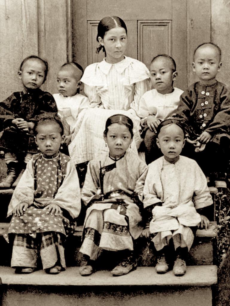 9張「直接穿越時空到美國」的第一批清朝移民 中國風衣服搭西式高跟鞋!