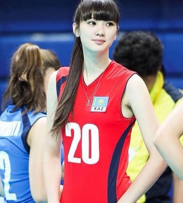 排球美少女莎賓娜「奇蹟天使→網紅塑膠臉」 詭異厚唇讓粉絲傻眼:還我清純妹子