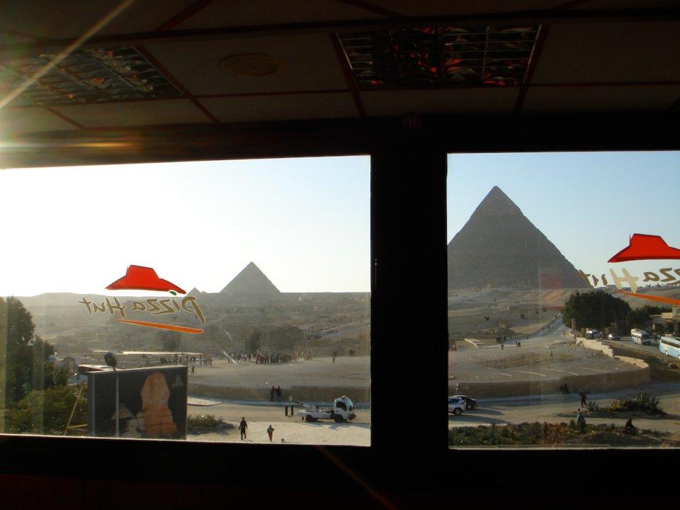 10個「電影場景vs.現實」會讓你失落到哭 《神鬼奇航》的金字塔已經變必勝客XD