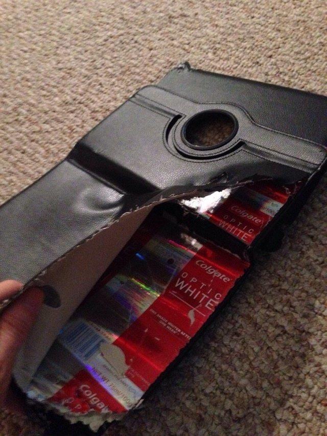 16個「沒人打開過的」詭異內部圖 皮夾扒開竟然出現牙膏包裝!?