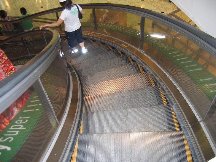 電扶梯的刷毛原來可以救你的命?15個擁有「超實用隱藏功能」的日常用品